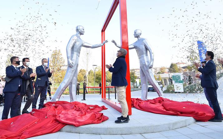 Bursa'ya Türkiye – Güney Kore kardeşlik anıtı
