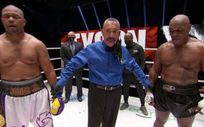 54 yaşındaki Mike Tyson 15 yıl sonra ringlere geri döndü