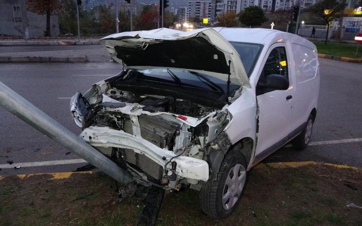 Samsun'da kavşakta iki araç kafa kafaya çarpıştı: Yaralılar var