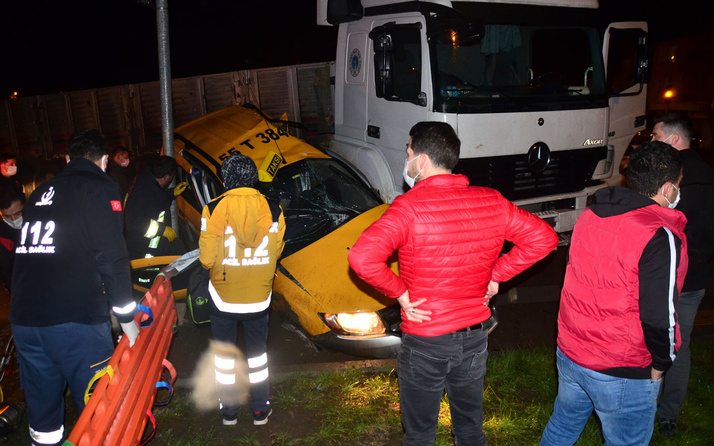 Samsun'da TIR ticari taksiye çarptı: 3 yaralı
