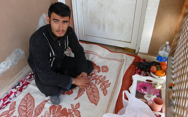 Adana'da Umut'un dramı yürekleri burktu: Satmayınca bıçaklandım, dövdüler.