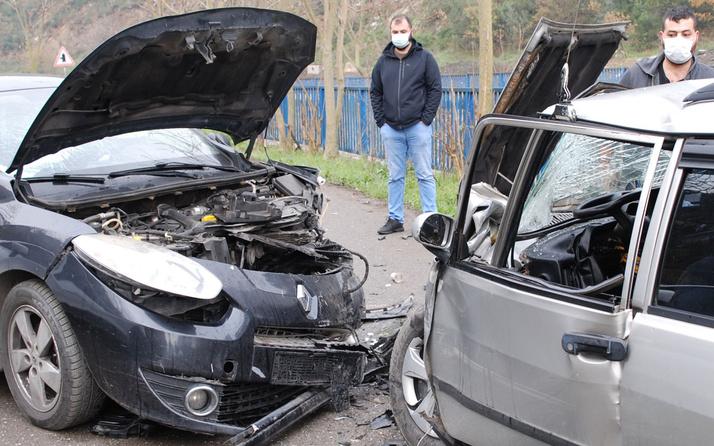 Ümraniye'de iki otomobil kafa kafaya çarpıştı! 1 kişi yaralandı