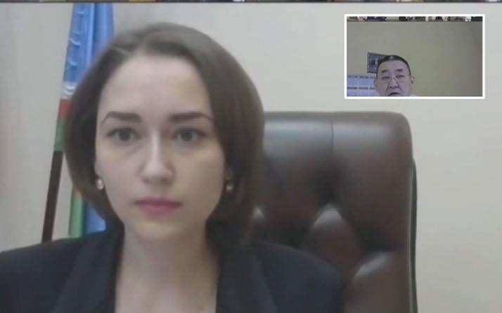 Rusya'da yerel meclis toplantısında 'dekolte' krizi