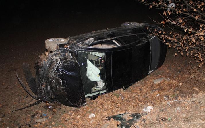 Afyonkarahisar'da hafif ticari araçla otomobil çarpıştı: Ölü ve yaralılar var