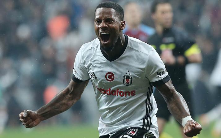 Beşiktaş'ta gözden çıkarılan Jeremain Lens, İstanbul'dan ayrıldı
