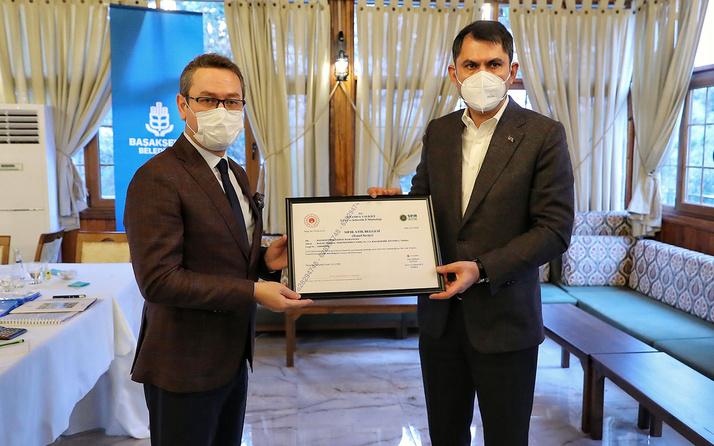 Bakan Murat Kurum ilk 'Sıfır Atık Belgesi'ni Başakşehir Belediyesine verdi