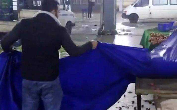 Antalya'da kilolarca çileği 'satılmadı' diye döken esnafa tepki yağdı