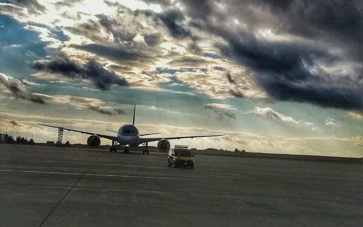 İngiltere'den havalanan uçak koronavirüs şüphesiyle Şanlıurfa'ya acil iniş yaptı