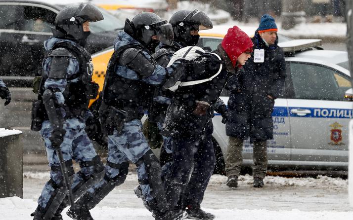Rusya'da sokaklar karıştı! Gözaltılar sürüyor
