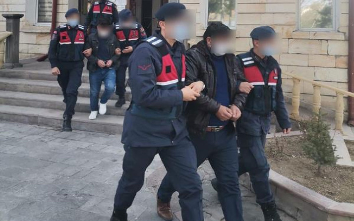 Nevşehir'de sahte altın satan baba ile 2 oğlu tutuklandı! Paralar evlerinde bulundu
