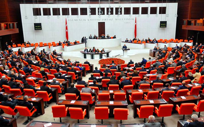 Siyasi Partiler Yasası'ndaki düzenleme gelecek yıla kaldı! 'Milletvekili transferi' de düzenlemede