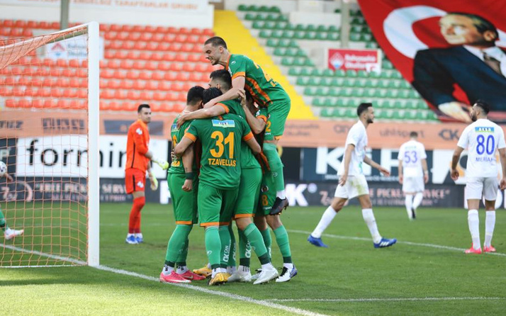 Aytemiz Alanyaspor Çaykur Rizespor'u 2-1'lik skorla mağlup etmeyi başardı