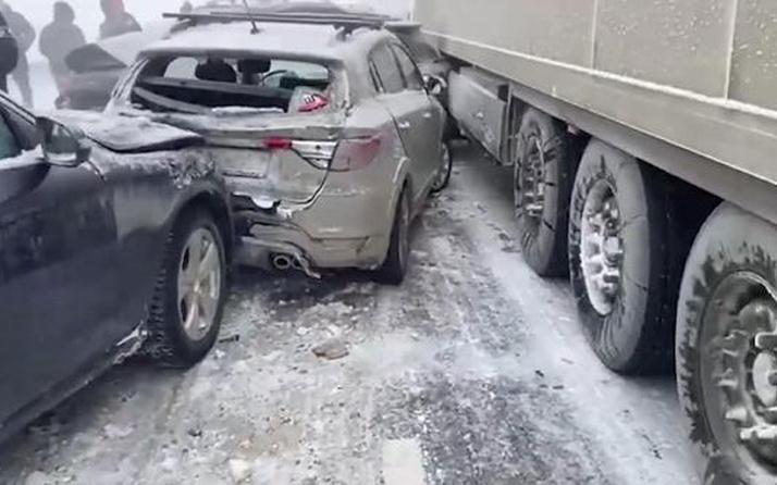 Rusya'da zincirleme kaza! 20 araç birbirine girdi