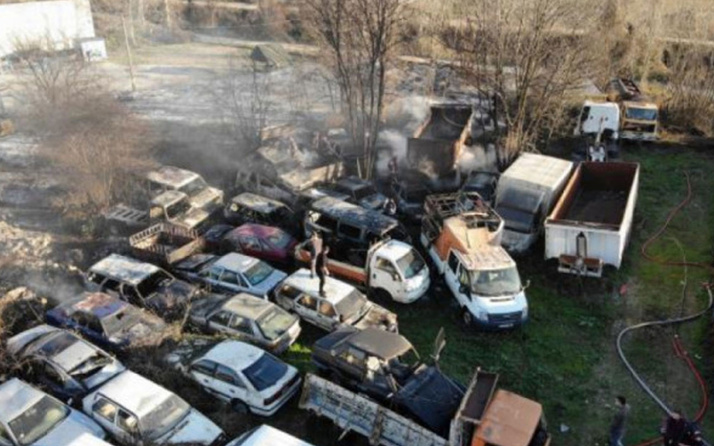 Boş arazide yakılan ateş 30'a yakın aracı kül etti