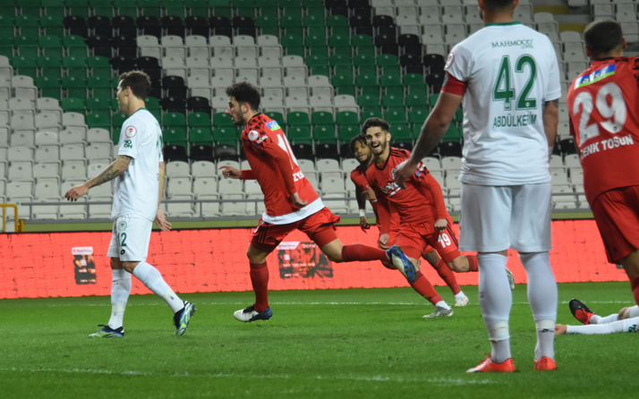Konyaspor'u penaltılarda geçen Beşiktaş kupada yarı finale yükseldi