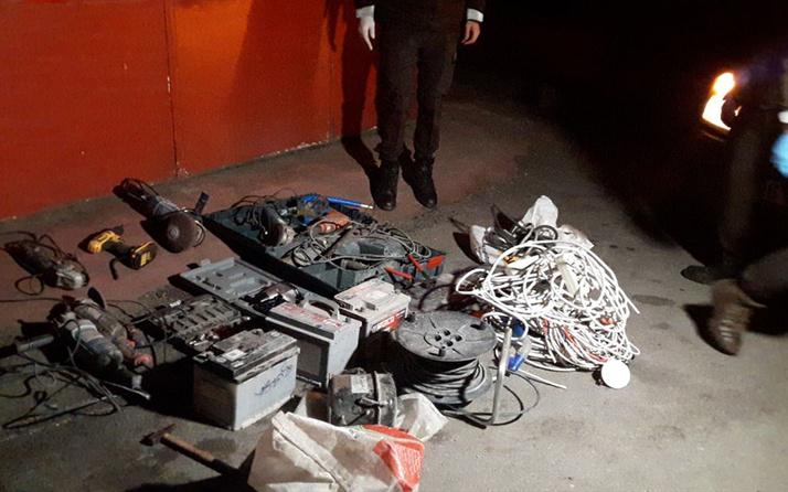 Bursa'da otomobillerden 40 bin liralık akü çalan şüpheliler yakalandı