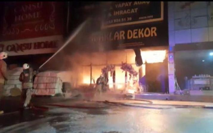 İstoç Ticaret Merkezi'nde yangın paniği! 4 işyeri kullanılmaz hale geldi