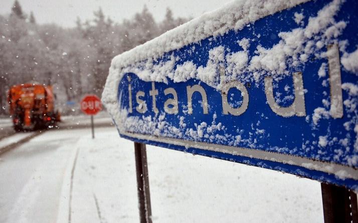 İstanbul'da yüz yüze eğitime kar yağışı ve fırtına engeli