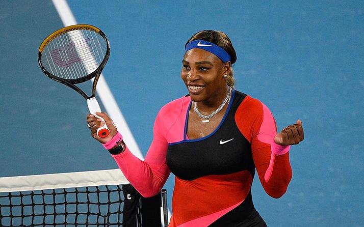 Serena Williams tek bacaklı kedi tulumuyla olay oldu