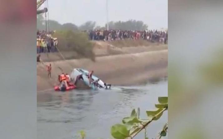 Hindistan'da yolcu otobüsü kanala düştü! 40 kişi hayatını kaybetti