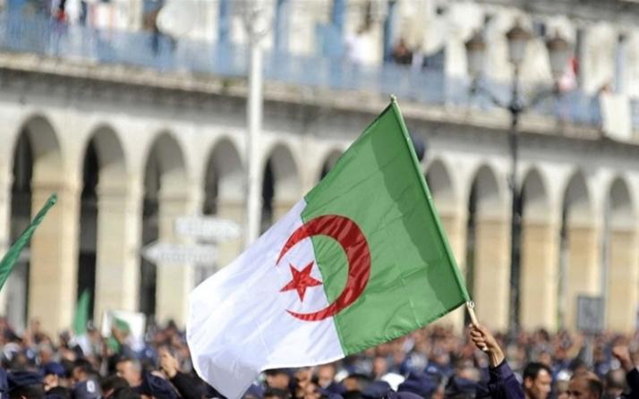 Cezayir Cumhurbaşkanı, erken seçime gitmek için parlamentoyu feshetti
