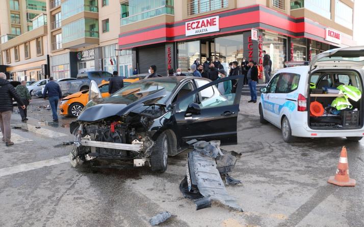 Ankara'da feci kaza! 3 araç birbirine girdi: Yaralılar var