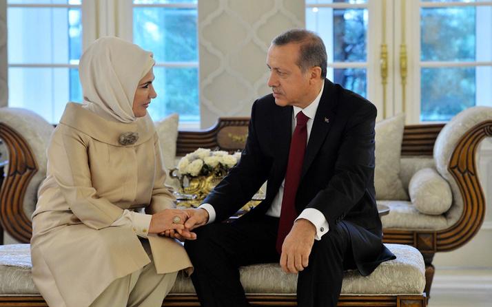 Cumhurbaşkanı Erdoğan 67 yaşına girdi Emine Erdoğan elele kutladı