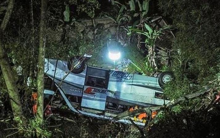 Endonezya'da öğrencileri taşıyan otobüs kaza yaptı: 27 ölü, 39 yaralı