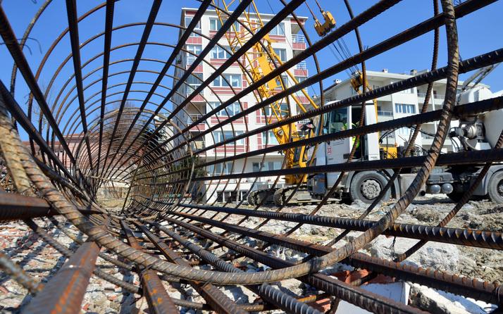 Yıllardır kayıyor! İstanbul'da 30 metrelik 736 kazık çözüm olmadı