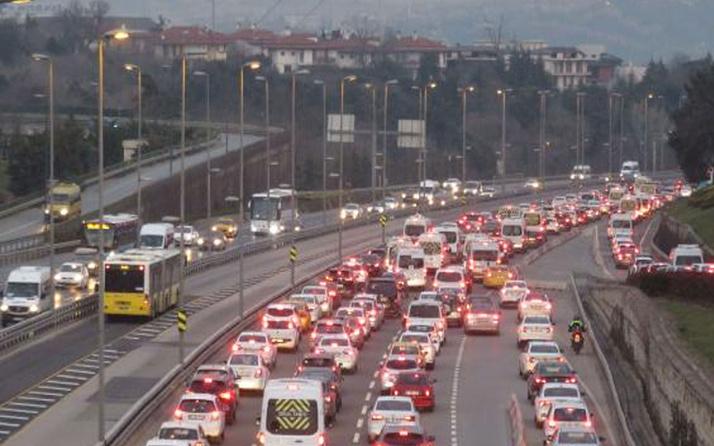 Sokağa çıkma kısıtlamasının ardından İstanbul! 15 Temmuz Şehitler Köprüsü'nde trafik felç