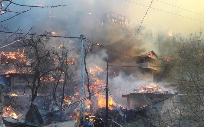 Son dakika Artvin Yusufeli'nde büyük yangın! 50'ye yakın ev alev aldı