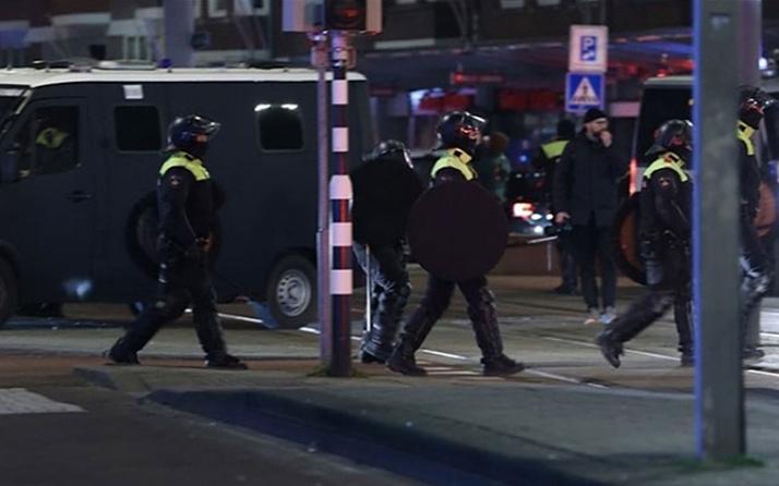 Hollanda Parlamentosu, bomba tehdidi nedeniyle boşaltıldı