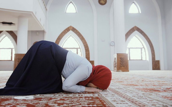 Adetliyken okunacak dualar kandilde adetli olan neler yapılabilir Fatiha okuyabilirsiniz
