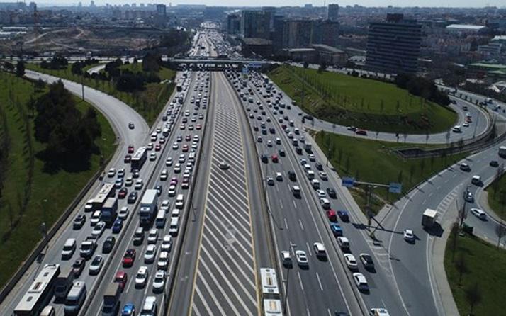 İstanbul'da kısıtlamasız cumarteside trafik yoğunluğu yüzde 70'i aştı