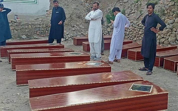 Pakistan'da 16 kişinin cesedinin gömüldüğü toplu mezar bulundu
