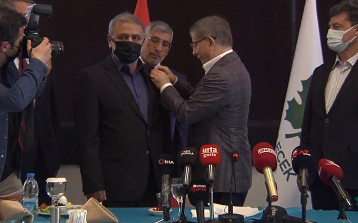 Gazeteci yazar İlhami Işık, Gelecek Partisi'ne katıldı Davutoğlu rozetini taktı