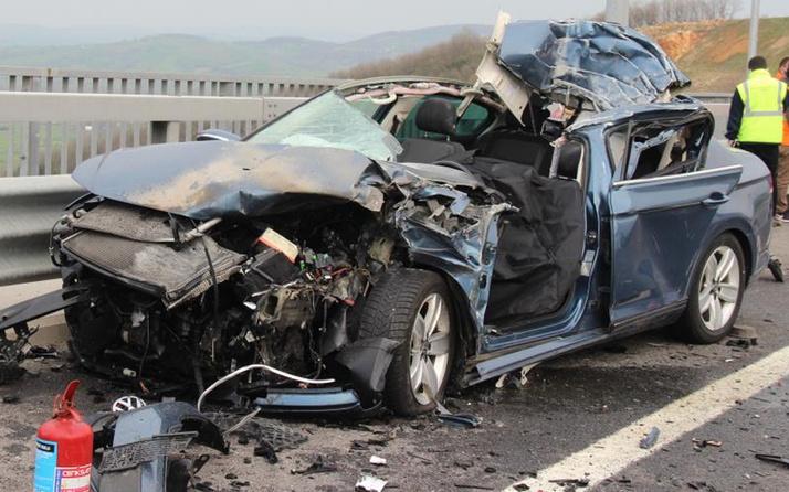 Kocaeli'de lüks otomobil parçalanıp hurdaya döndü! Sürücü feci şekilde can verdi
