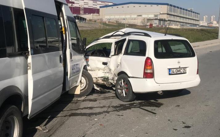 Esenyurt'ta işçi servisi ile hafif ticari araç çarpıştı: 8 yaralı