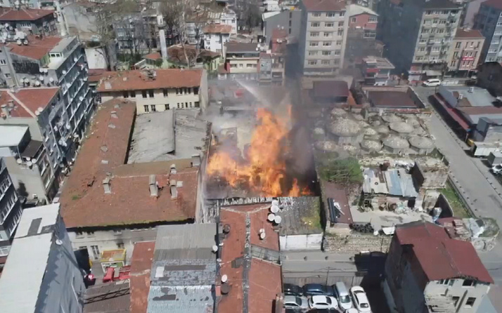 Fatih'te Kaçakçılık Şube Müdürlüğü'ne ait depoda yangın
