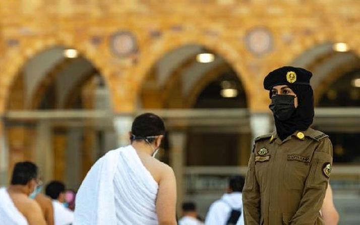 Suudi Arabistan'da bir ilk! Hac ve Umre ziyaretlerinde kadın görevli