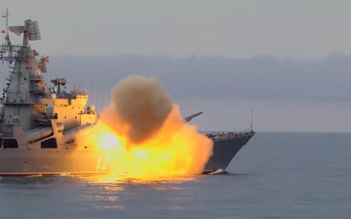 Rus donanmasına ait Movska kruvazörü füze ateşledi
