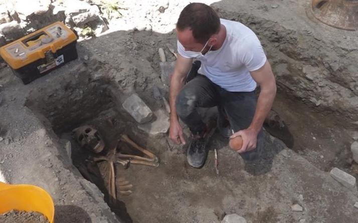 Aydın'da kazı sırasında 5 insan iskeleti bulundu! Ayak izlerinin bulunduğu...
