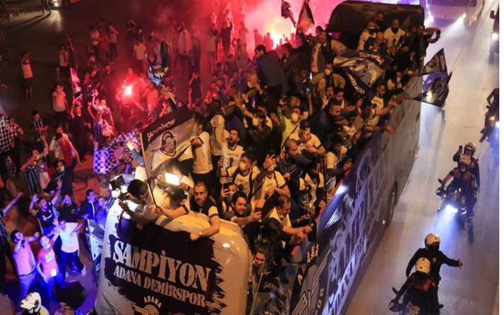 26 yıllık özlem! Adana Demirspor kentte şampiyonluk turu attı