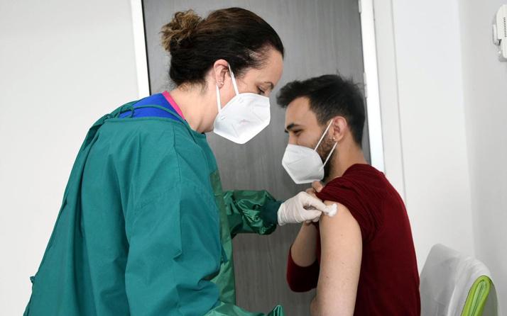 Doç. Dr. Nejat Altıntaş'tan koronavirüs aşısı öncesi ve sonrası 6 saat uyku önerisi