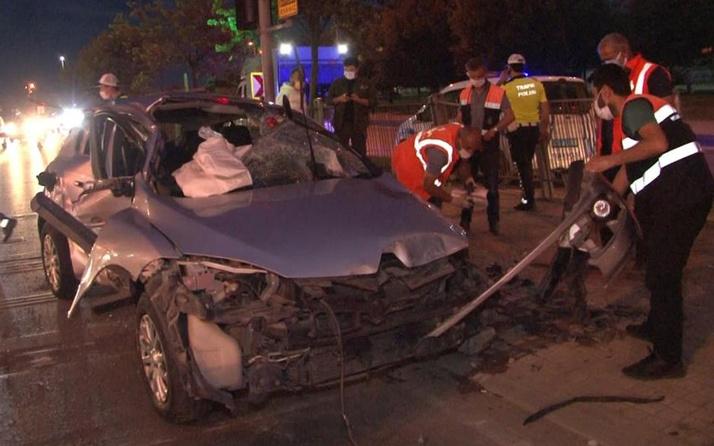 İstanbul'da feci kaza! Bariyerlere çarpıp takla attı: Büyük bir ses duyduk