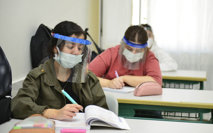 Yüz yüze sınavda öğrencileri bekleyen sınıfta kalma tehlikesi