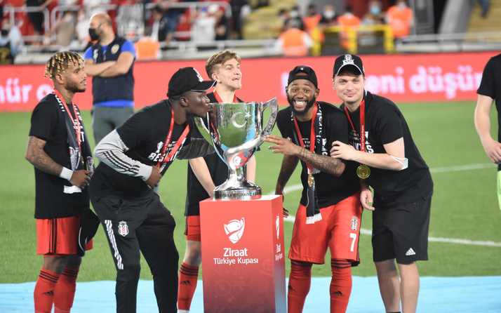 Türkiye Kupası şampiyonu Beşiktaş, İstanbul'a döndü