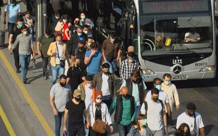 Cevizlibağ metrobüs durağı tıklım tıklım! Vatandaş toplu taşımada yoğunluğa isyan etti