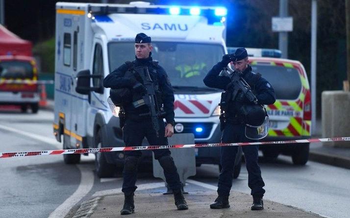 Fransa'da polis karakoluna saldırı düzenlendi bir polis memuru yaralandı