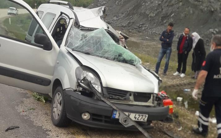 Bursa'da kamyonet ve otomobil kafa kafaya çarpıştı: Ölü ve yaralılar var